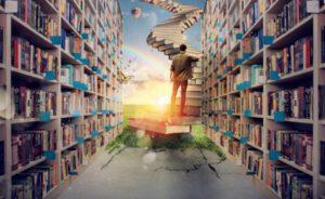 Mannen stor på en bokhög och är på väg att klättra till himmelen
